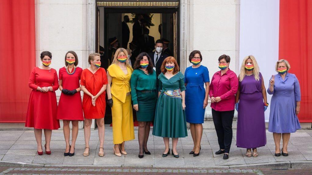 Major love and respect to the Polish MP's who co-ordinated their outfits to create a rainbow flag at the swearing in for their homophobic president Andrzej Duda 🏳️‍🌈