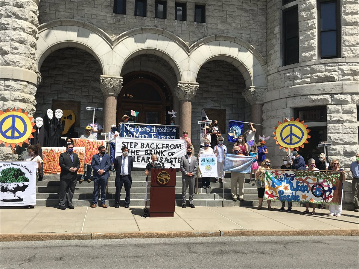 """Today was declared """"Back from the Brink Day"""" in the #Syracuse by Mayor Ben Walsh. The @SyrPeaceCouncil, local representatives and supporters gathered to call for an end to nuclear weapons to prevent the kind of devastation experienced 75 years ago in Hiroshima and Nagasaki. ☮️"""
