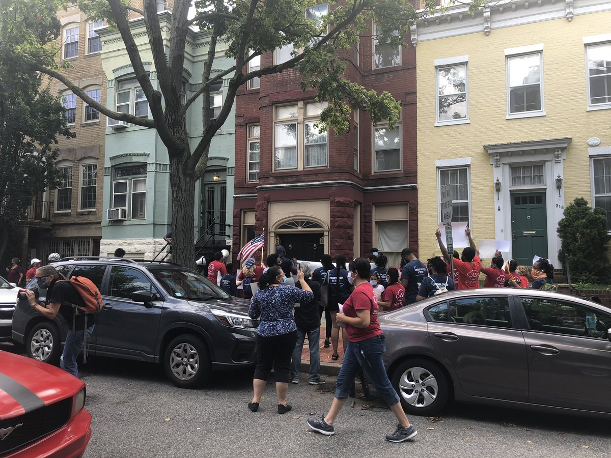 Protestors outside @senatemajldr home demanding their unemployment benefits. @wusa9