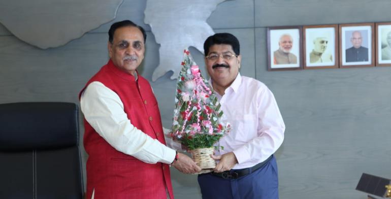 Congratulations to Gujarat CM Shri Vijay Rupani for successfully completing 4 years in office. Your calm demeanor, visionary leadership & selfless dedication has helped #Gujarat reach new heights of prosperity.  #VijayRupani @vijayrupanibjp @CMOGuj @BJP4Gujarat