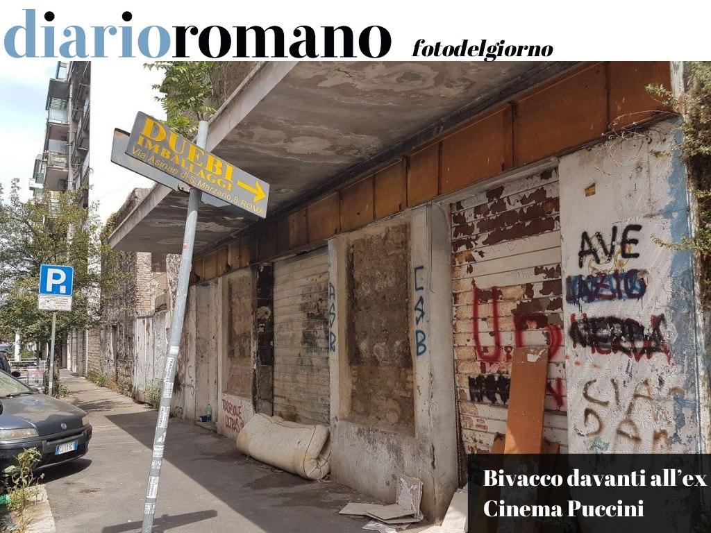 test Twitter Media - Non solo l'abbandono dello storico cinema (ne parlammo qui👉https://t.co/AhhPa1DuRl👈) ma adesso giaciglio e rifiuti sono la cornice di via Orero, a Casal Bertone. #Roma #fotodelgiorno https://t.co/WFpexlpX7l