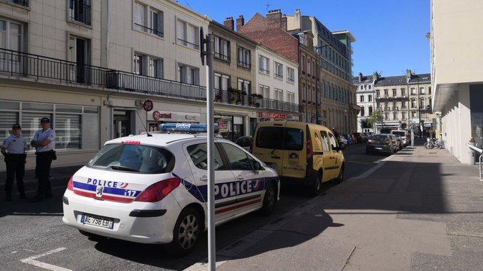Repasamos: Un hombre armado tomó varios rehenes en un banco de la localidad francesa de Le Havre.  Un hombre armado ha tomado varios rehenes en el interior de una sucursal de BRED —el banco cooperativo más importante de Francia—