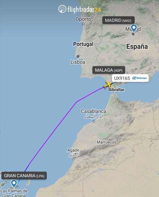 "Actualizamos... Desvían un vuelo de Gran Canaria a Madrid por un pasajero conflictivo.  Un avión de Air Europa que cubría la ruta entre Gran Canaria a Madrid se ha tenido que desviar ""con carácter de urgencia"" a Málaga debido a"