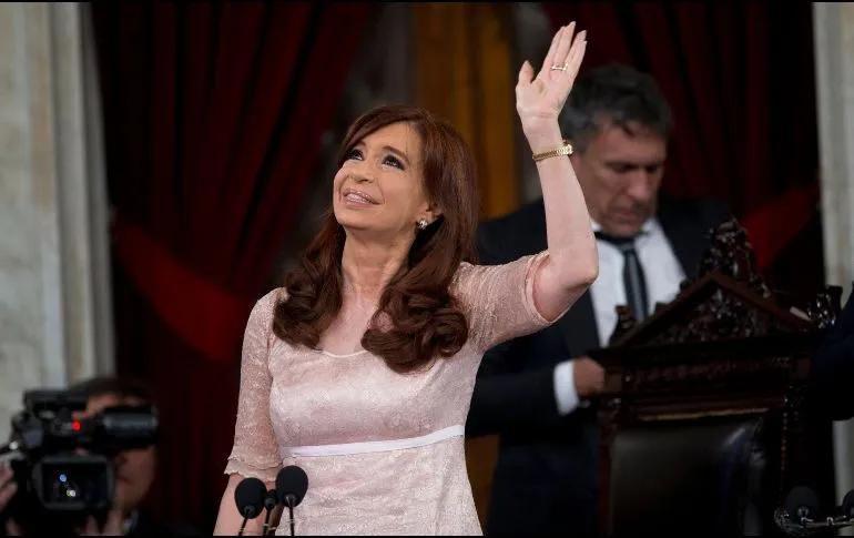 Cristina Fernández demanda a Google por aparecer como ''ladrona'' en buscador.  La ex mandataria y actual vicepresidenta de Argentina, Cristina Fernández, presentó una demanda contra Google por difamación al