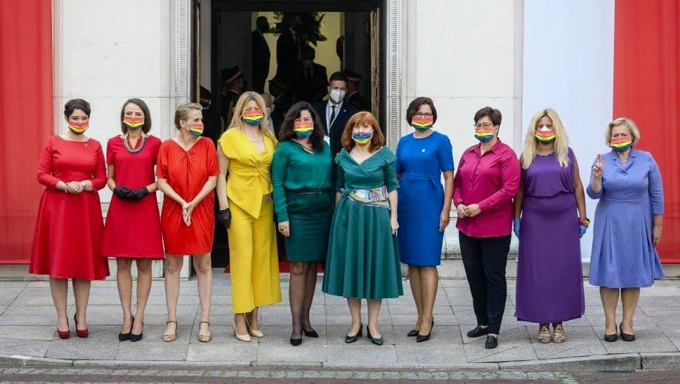 Amazing! These Polish MPs coordinated their outfits to make the pride flag at the swearing in of their homophobic president 🙌🌈
