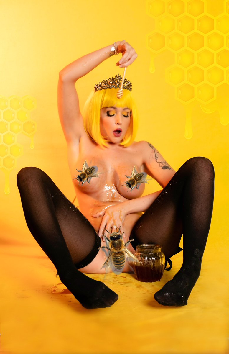 Oh, Bee-have 🐝🖤  (I send the worker bees away on my 18+ sites)