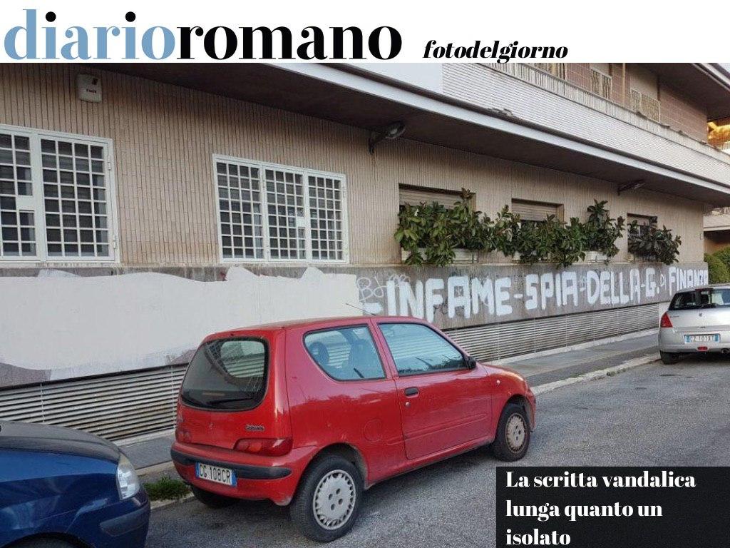 test Twitter Media - Un palazzo ripulito da poco è stato taggato da una scritta lunga 25 metri. E resterà così per anni (via A. Casella) . #Roma #9agosto https://t.co/6biHhinP2T