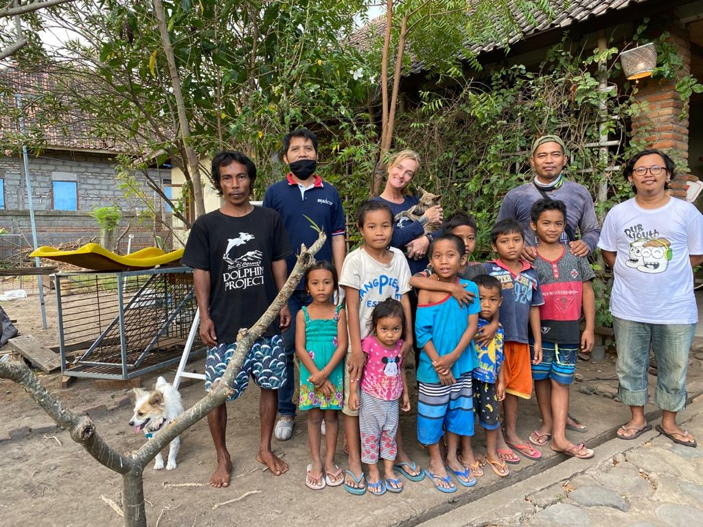 The #DolphinProject team in Indonesia only to helps dolphins at the #UmahLumba Center, but also aids local villages! This week, we held a large sterilization drive for cats and dogs in a nearby village. 🐬🐶🐱 More on our local aid work:   #FreeBaliDolphins