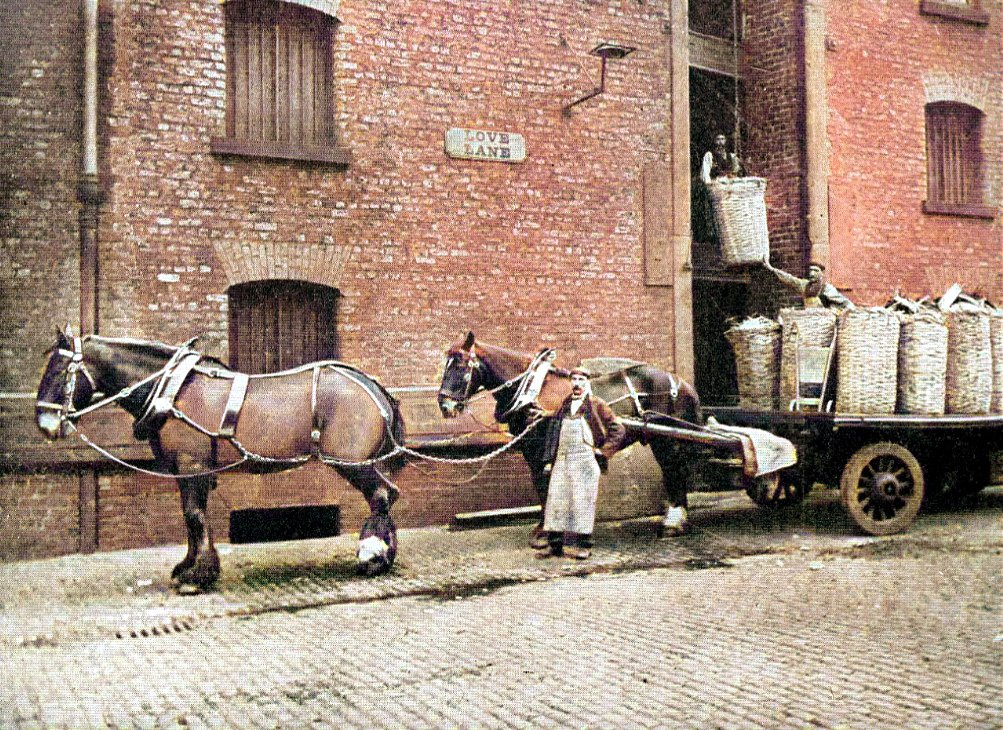 Love Lane #Liverpool. Load of Java Sugar, Tate's Liverpool Refinery. https://t.co/V2ZHLbfA39