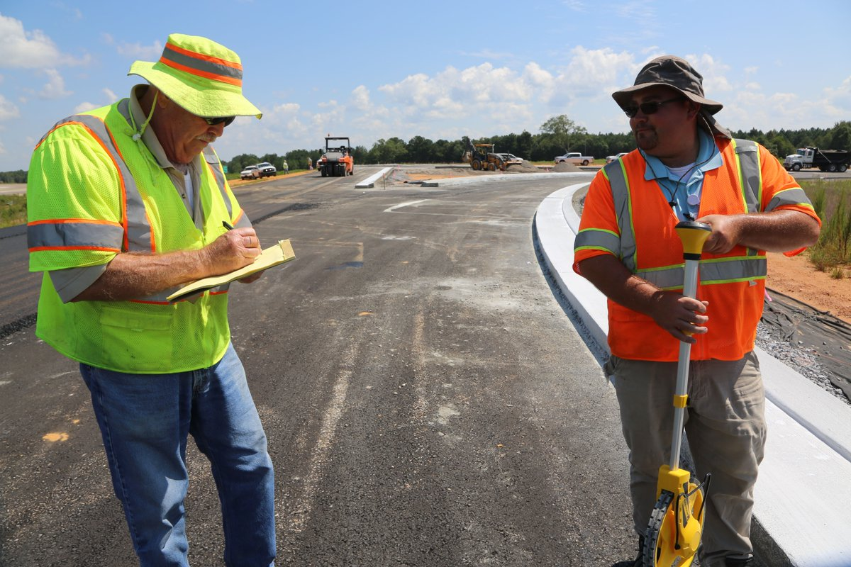 MDOT crews continue work on the interchange I-59 and Evelyn Gandy Parkway in Forrest County.   If you see our crews out, please help keep them save by moving over and slowing down in work zones. #workzonesafety #drivesmartMS