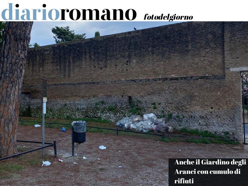 test Twitter Media - Giardino degli Aranci con sacchetti della #spazzatura, lì da diversi giorni. Situazione #rifiuti fuori controllo in ogni parte di #Roma. #fotodelgiorno 📸 https://t.co/aXLLIlOGnH