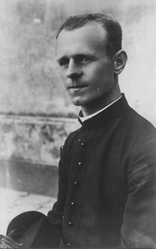 11 August 1905 | Pole Ludwik Mroczek was born in Kęty. A Catholic priest, a Salesian of Don Bosco (SDB).  In #Auschwitz from 26 June 1941. No 17340  He perished in the camp on 5 January 1942.