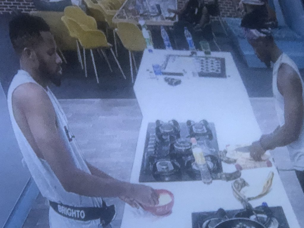 I now realize those finishing the food in the #Bbhouse.   At dawn Brighto and trikytee still cooking jor 😂😂  #BBNaija #bbnaijialockdown #bbnaija2020