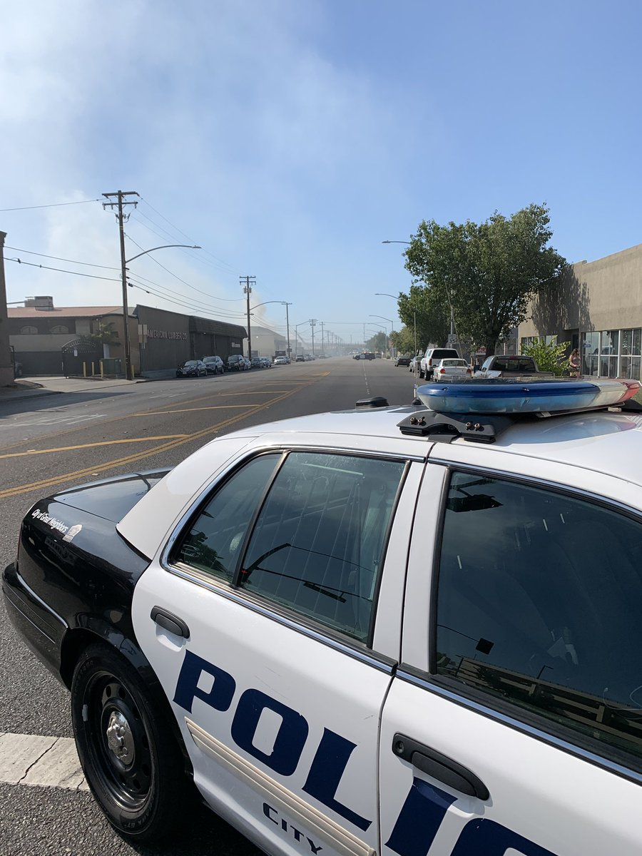 #HappeningNow Our officers are currently assisting the MFD with a fire at the on 9th St. Please avoid 9th St as this roadway is currently blocked and closed from K St all the way to Nellie Ave. For more info about the fire later please contact the Modesto Fire Department.