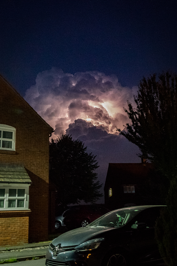Lightning storm was photographed on Tuesday on the skies above Herefordshire and Staffordshire in the #UK. #Lightning #weather
