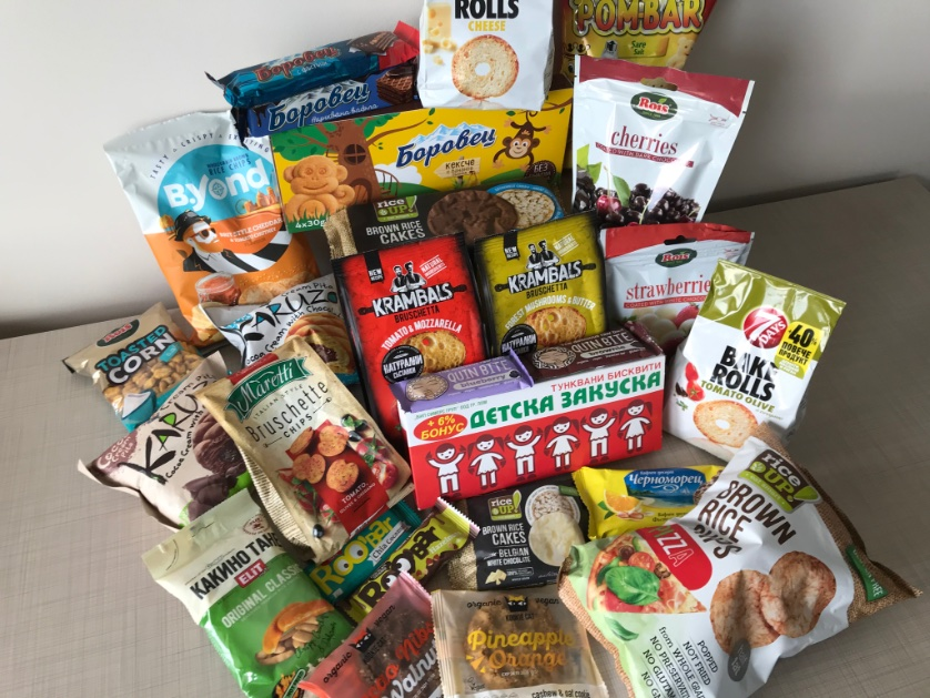 当館からも #嵐 #スイーツ部 に #ブルガリア お勧めお菓子🍭をご紹介(昼休みにスーパーで買い集めてきました😊)  ちなみに、柿の種は🇧🇬でひそかな人気商品です(キリル文字で柿の種と書いてある)!  写真4枚目のRoisシリーズなどは日本でも買えるのでぜひ探してみてください!  #部長まで届け🥺🇧🇬