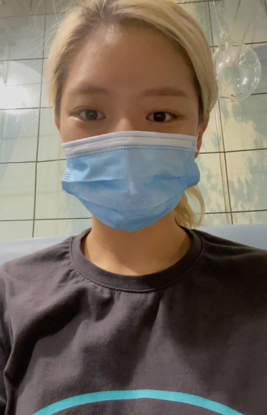 Jeongyeon started a surprise vlive!    #TWICE #트와이스 @JYPETWICE