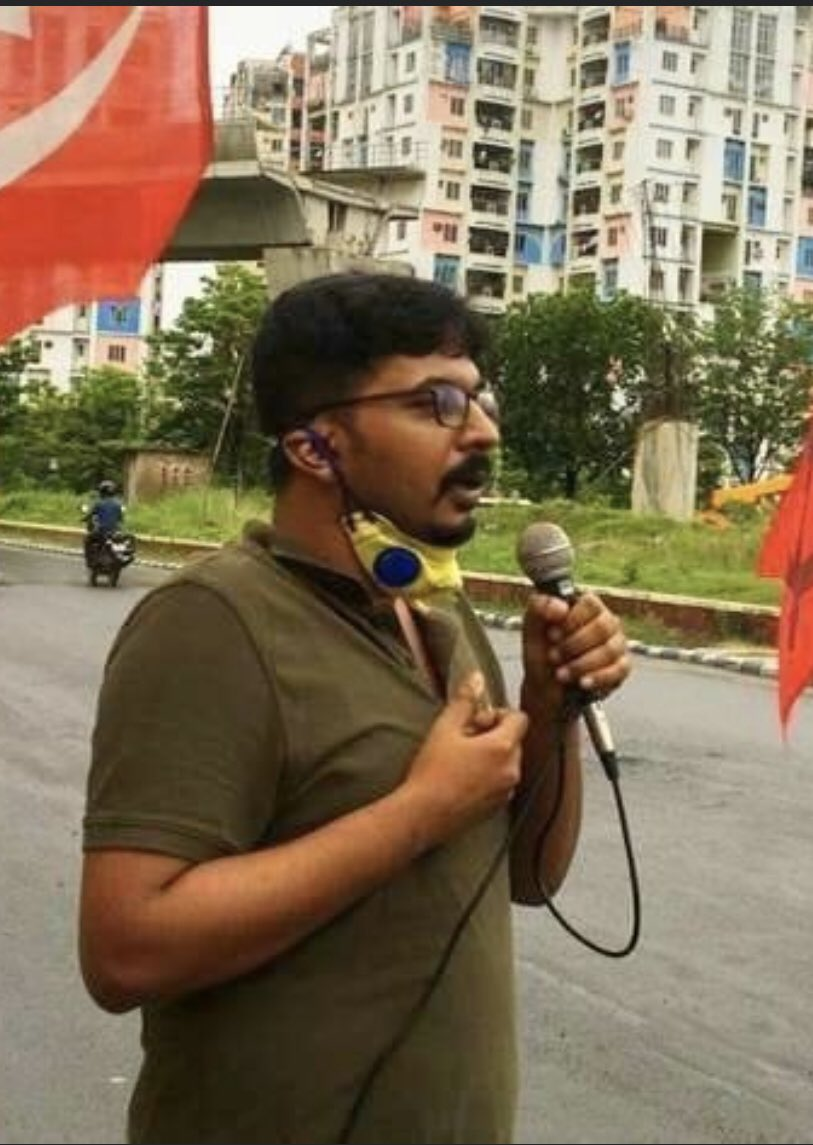This @RiddhoChaudhuri seems to be quite a piece of work. A Scumred to the core, this ugly creepozoid would prey on women telling them to get over the 'patriarchal notions of purity' and to sleep with him. Good job @cpimspeak @SitaramYechury nurturing this creep
