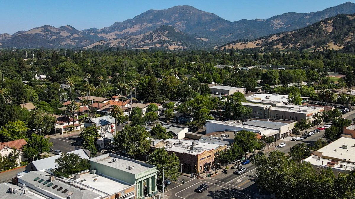 Helllllllo world from Calistoga, CA!   Hot springs, cool wines, and warm welcome! Here's your guide to Calistoga hotels and lodging, spas, wineries, restaurants, arts and events, and special offers.   #thisisCalistoga   Video by @Carltf