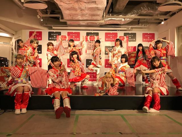 【#BANZAIJAPAN】本日はシングル『ジャンピン!なっぷ!JAPAN!』ミニライブ&特典会にお越し頂きありがとうございました!当店イベント限定ブックカバーにサインを入れて頂きました!抽選で1名様にフォロー&RTでプレゼント!締切は8/19、店舗受取り限定、当選はDMにて!#バンザイジャパン
