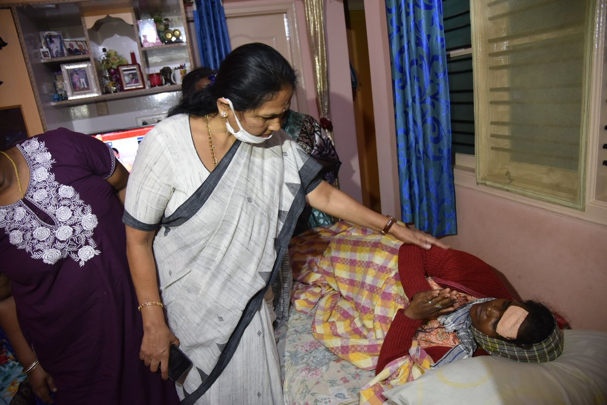 She is Rukmini, poor Hindu women of KG Halli area.  Fundamentalist violent mob has ransacked the many Hindu houses of the area & attacked many.  When will the messiahs of SECULARISM condemn the attack on this women & act of vandalising public property?!! #CongressSupportsRiots