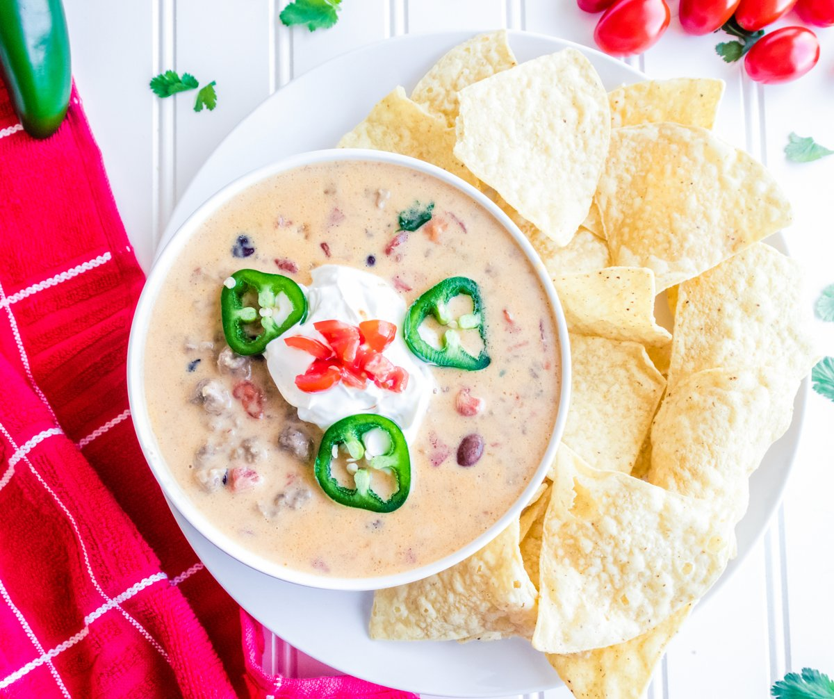 Try This Beef Queso Dip!  >>    #recipes #appetizers