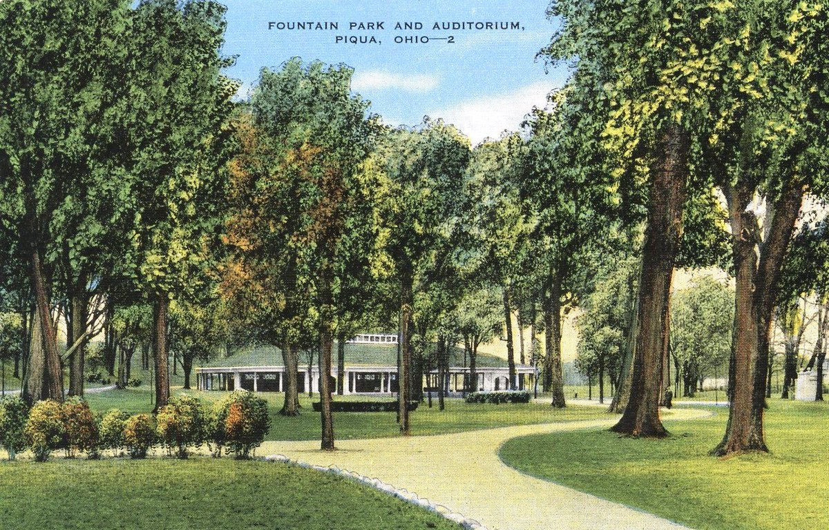 This week's historical postcard puzzle is of #FountainPark and the Auditorium. What are your fav memories or things to do at the park?  #PiquaLibrary #PiquaPuzzles #ThrowbackThursday #PiquaHistory #OhioHistory #localhistory #miamicountyhistory #ThisisPiqua