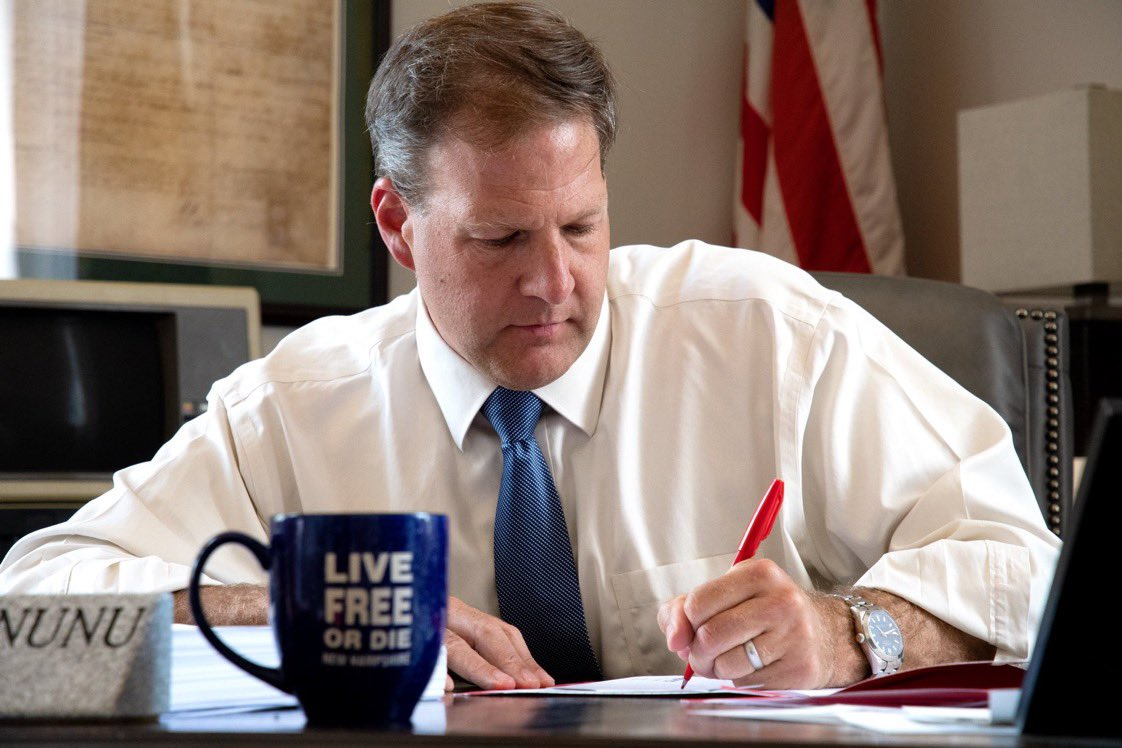 The veto pen may always be in my left hand, but I will always do the right thing for New Hampshire! Happy National #LeftHandersDay!