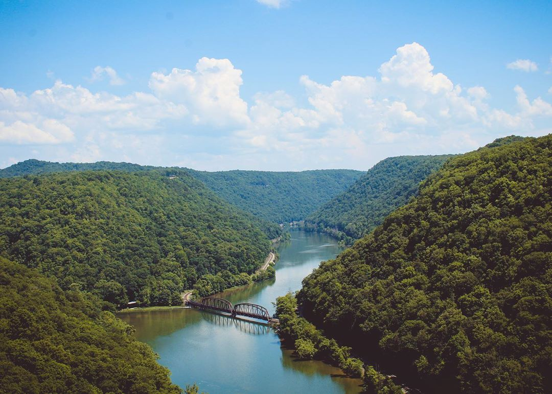 Here is a midday pickup to boost your spirts.✨  📸   📍New River Gorge