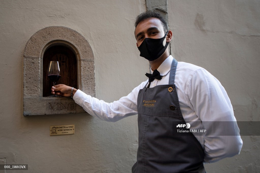 Powerful Medici family behind Italy's 'plague-free' wine windows#AFP