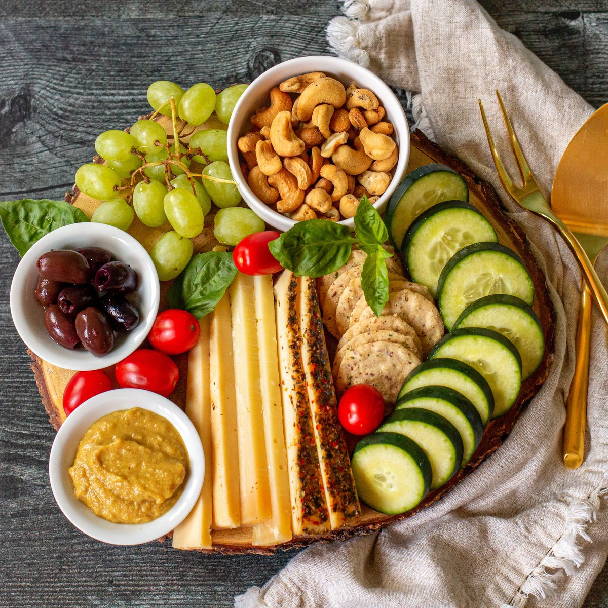 test Twitter Media - {recipe} #LowCarb & #GestationalDiabetes Friendly Cheese Board  Pregnancy and my gestational diabetes diagnosis are not going to stop me from my love of cheese boards. https://t.co/L5x6J6vJN1
