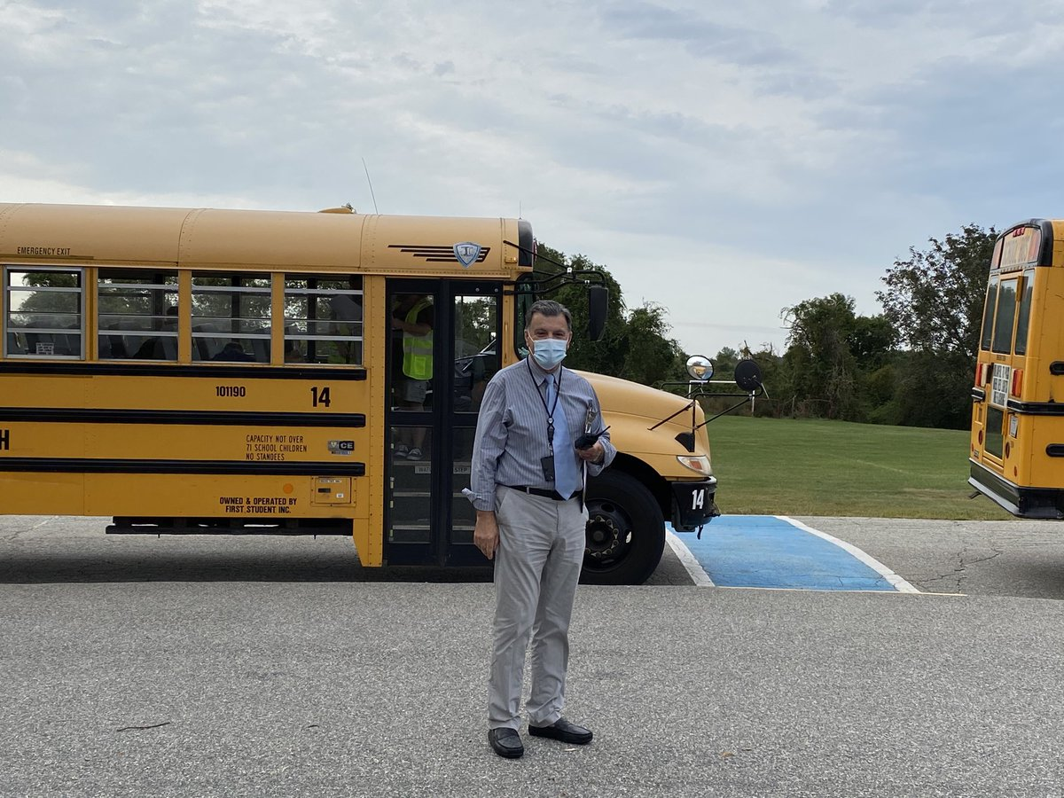 Mr. Arruda is ready to greet our 5th grade students @PmsPatriots! 