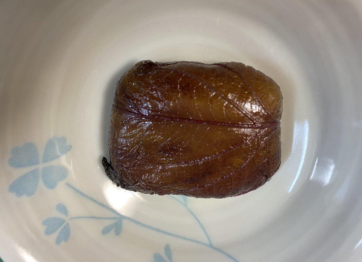 test ツイッターメディア - 本日の朝食は、 ガリガリ君の九州みかん味🍊と 水戸の梅(和菓子)  朝から何故か お風呂入りたくなった☺️🛀  汗かいたし、最近食べ過ぎだったから、これくらいがちょうど良い😋 https://t.co/x80dfIOfmw