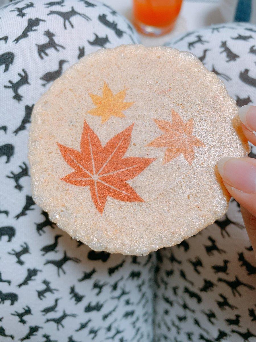 test ツイッターメディア - 坂角総本舗さんの海老煎餅大好き。ゆかりが好きだけどこれは秋てりはに入ってるもみじって名前の煎餅。秋だねぇぇ https://t.co/tEO7QYSgrE