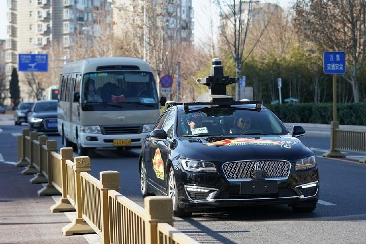 """El gigante #chino de internet @Baidu_Inc lanzó recientemente su servicio de #taxi autónomo """"Apollo Go"""" en #Pekín, con 40 taxis que no necesitan de conductor puestos en operación en la etapa inicial. #TecnologíaChina  👉  vía @XHespanol"""