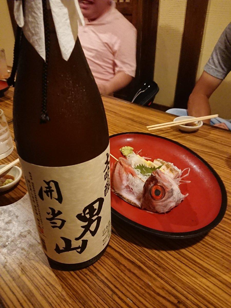 test ツイッターメディア - 福島県南会津町の開当男山酒造の大吟醸。県知事賞を獲得!すっきり飲みやすい酒が好まれる中、がっつりとした飲み口が特徴の男山酒造。芳醇な香り、余韻、肝臓が喜ぶ。ノドグロと雲丹。言葉がでない。 https://t.co/fHueCVVq3E