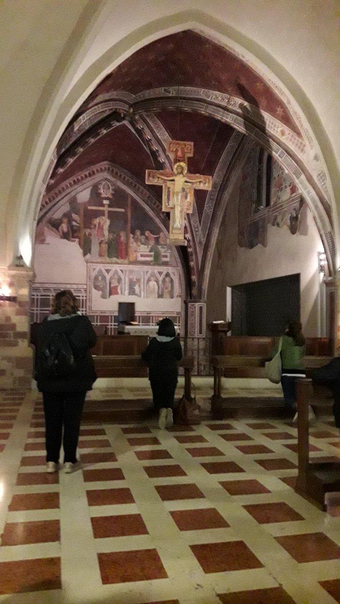 """test Twitter Media - Deszczowy """"church-walk"""" w Asyżu - raj dla miłośników sztuki, architektury i historii :-) https://t.co/XNifRzPIXr"""