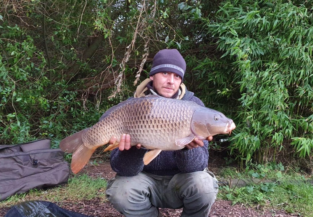 2 and a snotty. Had a good 1 straight after the bigger one but dropped it, but thats fishing #carpfi