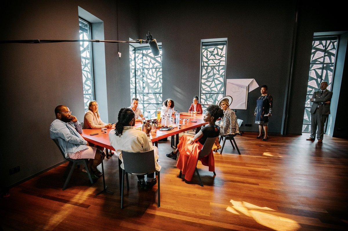 test Twitter Media - Koningin Máxima opent het nieuwe gebouw van Theater Zuidplein in Rotterdam. Het pand biedt meer ruimte het Rotterdamse publiek te betrekken en aan stage- en opleidingsplaatsen. Koningin Máxima krijgt een rondleiding en bekijkt enkele theaterproducties. https://t.co/CVxZTbPj56 https://t.co/hPRY6CERmg