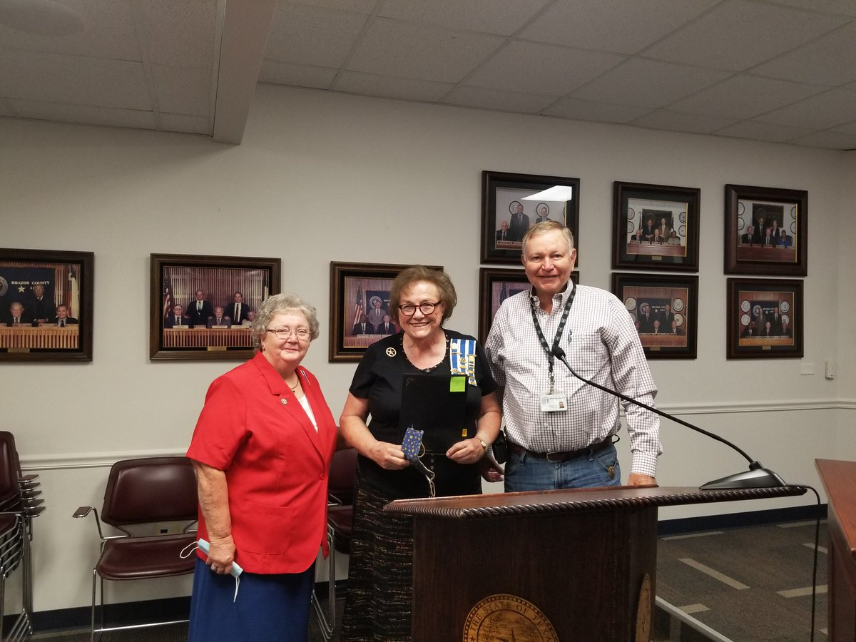 Brazos County Commissioners have proclaimed September 17-23 as Constitution Week. Members of the La Villita Chapter of the Daughters of the American Revolution were in court Tuesday to accept the proclamation.  For more on Constitution Week: