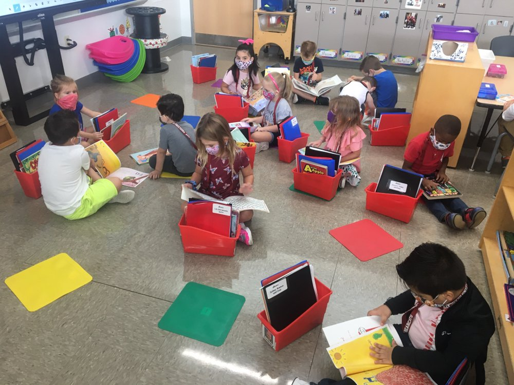 Mrs. Young's kindergarten class at Sory practices finding sight words during independent reading time. #BuildingBearcats
