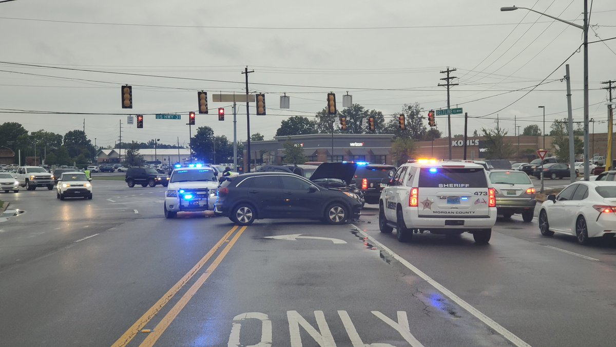 Rolling domestic in Hartselle leads to wreck and arrest in Decatur. Details:
