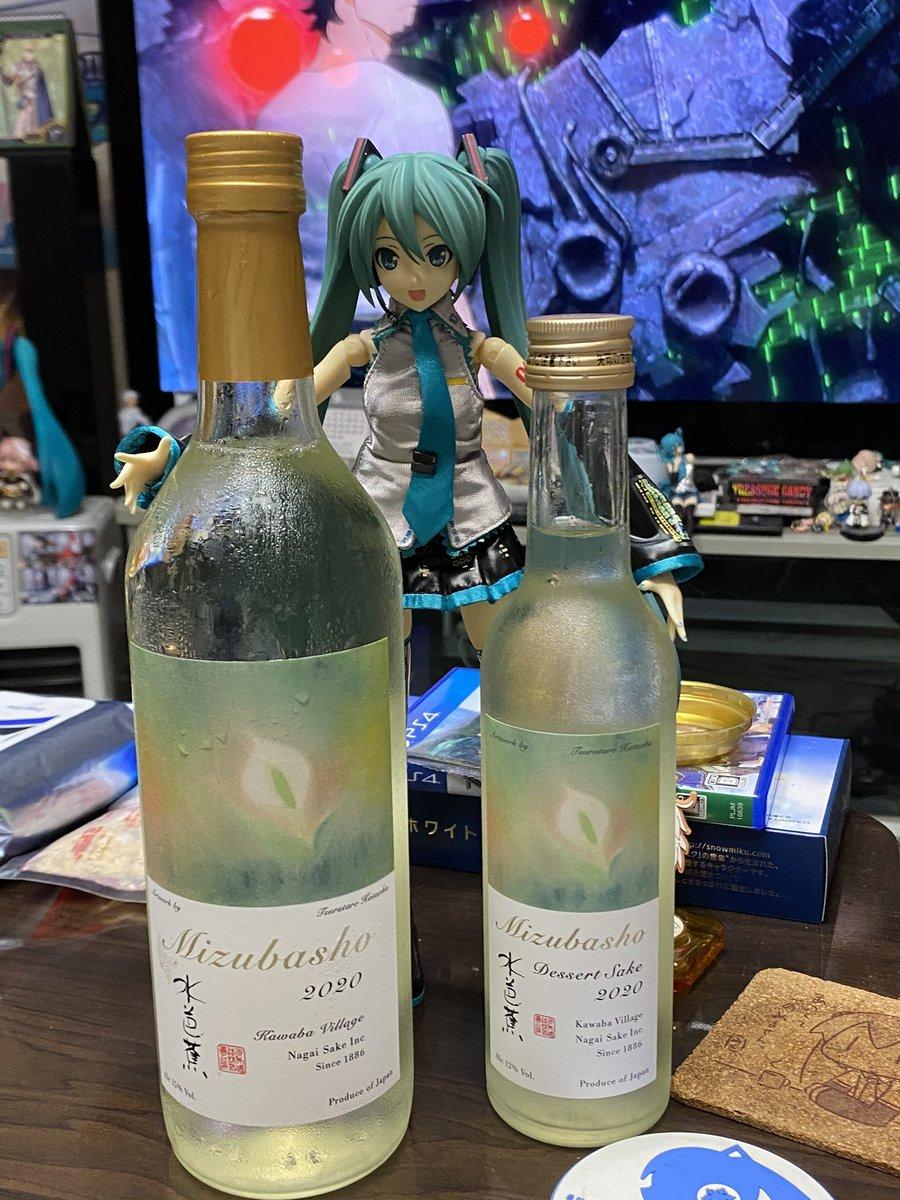 test ツイッターメディア - やっと買えた!群馬の日本酒、水芭蕉の新作、鶴太郎さんラベルのアーティストシリーズ。飲み切りサイズの四合瓶が純銀っぽい。すごく柔らかい。広がりより優しさって感じ。旨しめっさ安い。一口サイズの300mlがデザートサケ。あ、これ凄い。香り甘く飲み応えの豊潤さ、一杯の満足感タイプ♪ちょい高。 https://t.co/HvQBKBjPXl