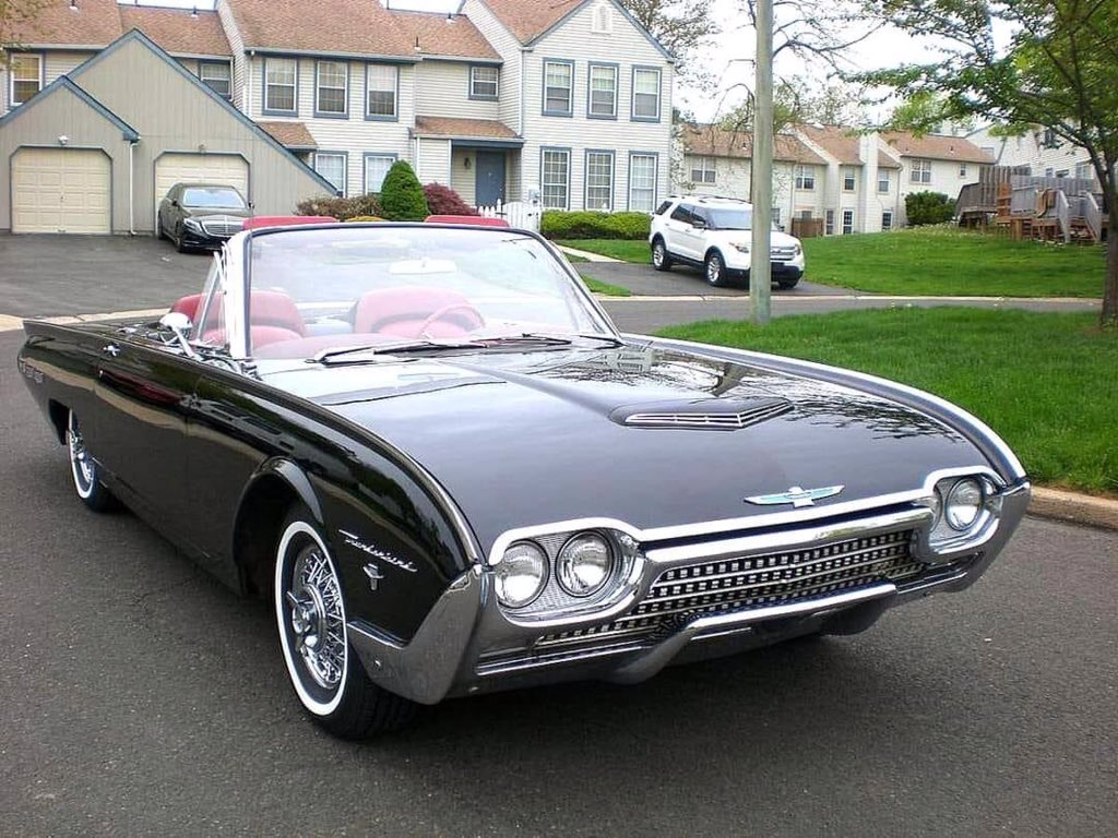 Wow...what a car! 62 Ford T-Bird... https://t.co/rLfTGeHewH