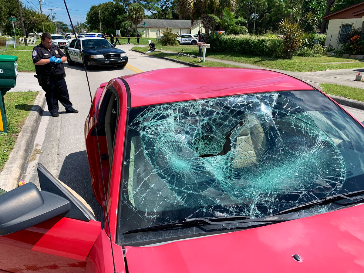 #Traffic #crash North 27 St./Avenue I. 16-year-old male on a bike riding from Westwood H.S. struck by a Mustang, driven by a woman. The teen was taken to Lawnwood Regional Medical Center by @StLucieFireDist. Injuries did not appear serious. #BREAKING