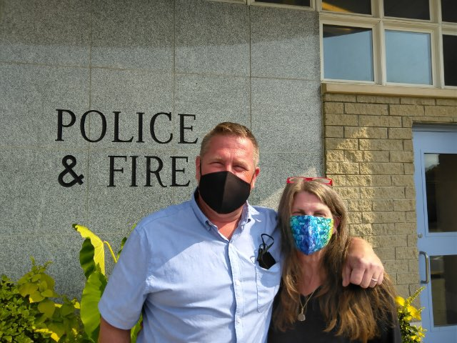 A South Portland resident stopped by to drop off masks she made for Officers! She wanted to show her support for our Department. Thank you so much for your thoughtfulness and generosity!