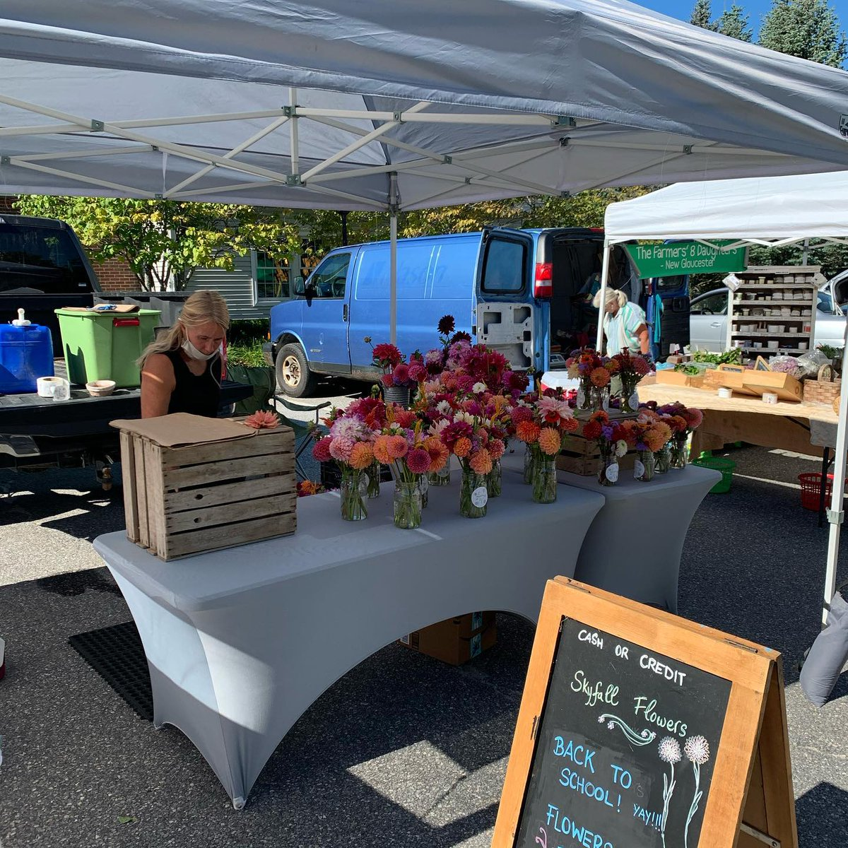 Swing by the Cumberland Farmers Market today at Cumberland Town Hall! The market will be open from 10am-1pm.🥕🥬