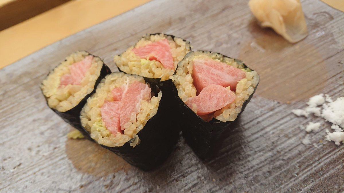 test ツイッターメディア - 美味しかったぁ~ 大満足!! 大将に「みーちゃん~、久しぶりやんかぁ~、聖地ばっか行かんとうちにもまた来てぇやぁ~」って言われてしまぃましたゎ(笑)  日本酒は三千盛、黒龍、獺祭、百默いただきましたょ~ ご馳走様でした。。。 #寿司 #日本酒 https://t.co/cKU64OYzOQ