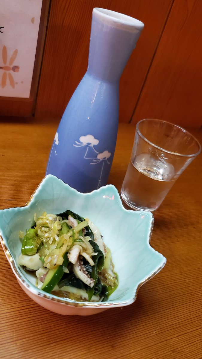 test ツイッターメディア - 夕食は旅館の居酒屋で。佐渡の地酒である真野鶴と、佐渡産のサケが美味しかった。たまには日本酒もいいものだなあと…ストロングゼロばかりなのでちょっと新鮮だった。 https://t.co/ZDRqHjRR3g