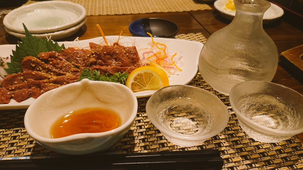 test ツイッターメディア - 先日連れてってもらった彩華  堀ごたつ式半個室🙆 日本酒の種類そこそこあった気がする🙄 今回頼んだのは黒龍の大吟醸🍶 カワハギのお造りおいしかた😋🍴💕 https://t.co/i2PdvbHlkP